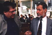 Der erste Geschäftsführer des Wehnerwerks Klaus Reiners mit dem ersten Vorsitzenden des Herbert-Wehner-Bildungswerks Peter Adler, 1999