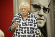 Greta Wehner bei einer Veranstaltung des Bildungswerkes