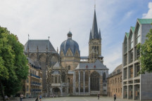 """© CEphoto, Uwe Aranas (https://commons.wikimedia.org/wiki/File:Aachen_Germany_Imperial-Cathedral-01.jpg), """"Aachen Germany Imperial-Cathedral-01"""", https://creativecommons.org/licenses/by-sa/3.0/legalcode"""