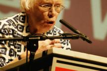 Greta Wehner bei der Feier zu Herbert Wehners 100. Geburtstag im Kleinen Haus des Staatsschauspiels 2006