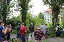 Prof. Dr. Christoph Meyer führte an mehrere Stellen in Dresden Striesen, an denen Herbert Wehner lebte und wirkte