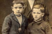 Herbert Wehner (rechts) als Kind mit seiner Mutter Antonie und seinem Bruder Rudi